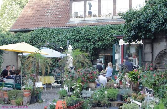 web_cafe_aussen1