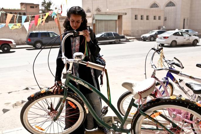 web_wadjda-mit-fahrrad